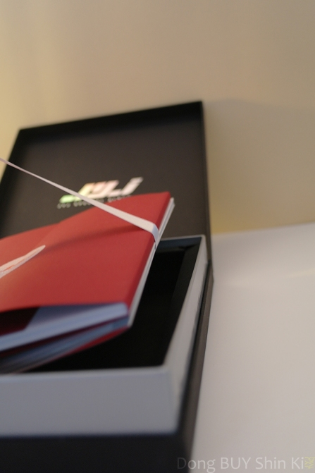 pull-the-ribbon-to-slide-out-the-JYJ-photobook-and-photo-cards