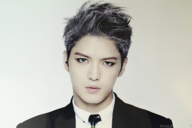 Jaejoong Back Seat Just Us purple dark short hair makeup eyeliner guyliner black suit white shirt tie