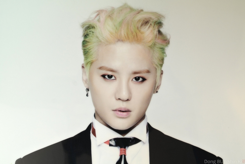 Junsu pink green bleached dyed hair eyeliner makeup guyliner black suit white shirt Back Seat Just Us