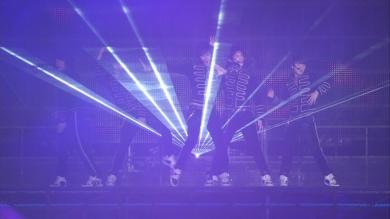 Jaejoong Yunho Yoochun Junsu Changmin dancing at Tokyo Dome Secret Code Tour blue suits gold stripes